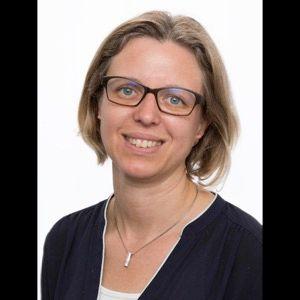 Dr Martina Axmin
